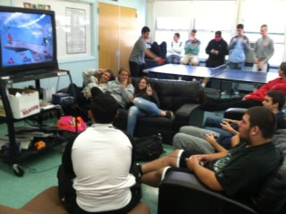 Super Smash Fighting Game Relaxes Students