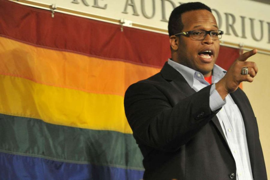 Akil Patterson Speaks about Openness to Wantagh Students