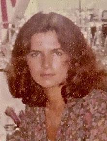 No, that's not actress Keri Russell! It's Mrs. Kelly in her mid-20's.